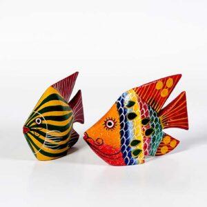 Pesce in legno decorato